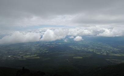 雲と町を見下ろしています。素晴らしい眺め!!