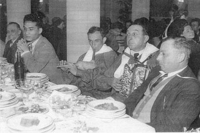 """M Barsacq avec le groupe """"los Esquirols"""" en 1950"""