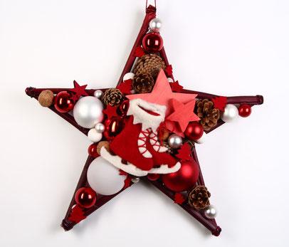 Stern in skandinavischem rot-weiß mit Filzschlittschuhen