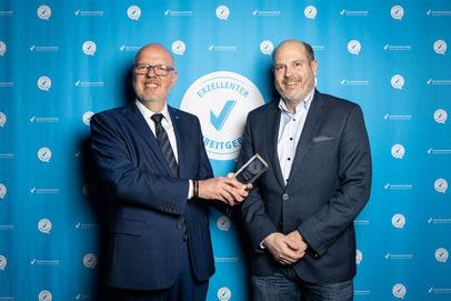 """Übergabe der Auszeichnung """"Exzellenter Arbeitgeber"""" an Carsten Schröder, Steuerberater Bruchhausen-Vilsen"""