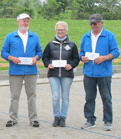 v.r.n.l.: Turniersieger Bernd-Rito Sönksen - Geest-Bouler Breklum, 2. Platz Kerstin Thomsen - Boule-Terrier Viöl, 3. Platz Hinrich Lesch - Geest-Bouler Breklum -