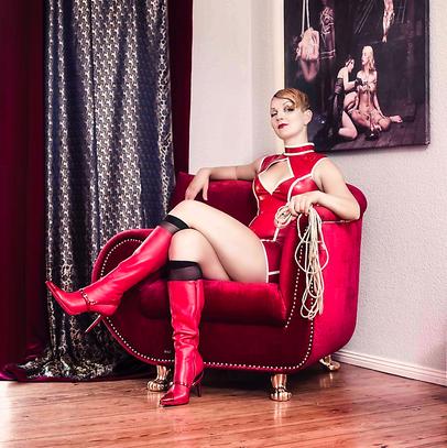 Kristina Marlen Farbe Bondage Tantra BDSM Sexpositiv Lasziv