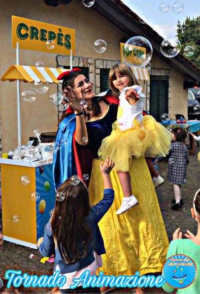 Festa a tema con mascotte Biancaneve Roma
