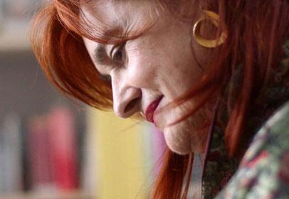Elena Cánovas ha hecho partícipes a más de 700 reclusas de la libertad del teatro