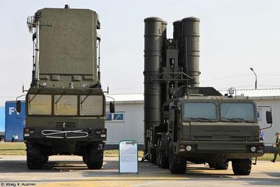 """98Ж6Е - ЗРК С-400 """"Триумф"""" - МРЛС (слева) и ПУ (справа)"""