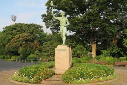 三ツ沢公園・平沼さん像