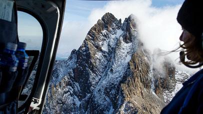 Le cime gemelle del Monte Kenya dall'elicottero