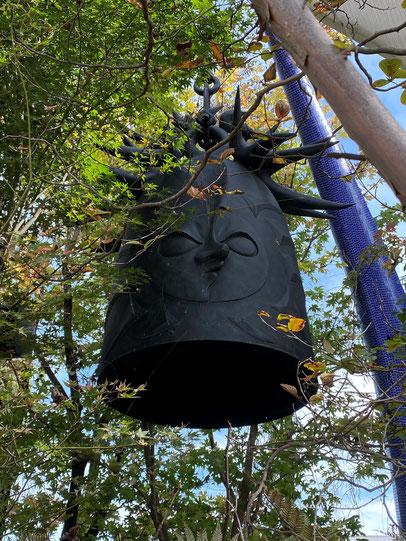 岡本太郎《太陽の鐘》