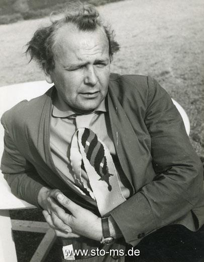 Rückseitige Notiz: Rotes Hemd, gelber Schlips, grüne Jacke - 1957