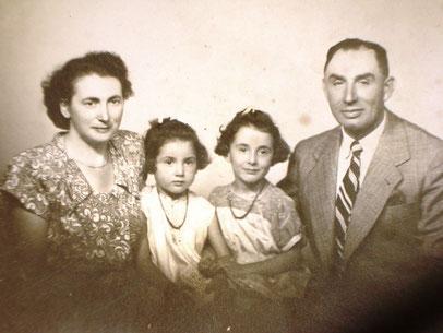 Selma mit ihrem Mann Alfred und den beiden Kindern 1949