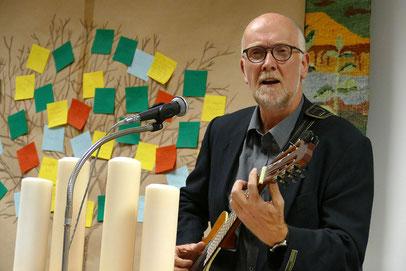 Singender Präses der Kreissynode Twiste-Eisenberg Karsten Meyer wurde verabschiedet.