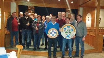 Die Bürgermeister der VG-Schönberg mit den zehn besten Einzelschützen der jeweiligen Vereine