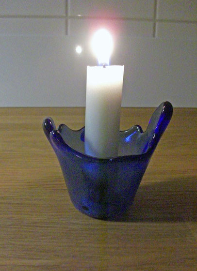 Kerzenlicht sorgt für Gemütlichkeit und Wärme.