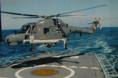 Hubschrauber landet auf Fregatte Bayern.jpg