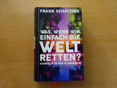 """Buch mit der Aufschrift """"Frank Schätzing Was, wenn wir einfach die Welt retten? Handeln in der Klimakrise"""""""