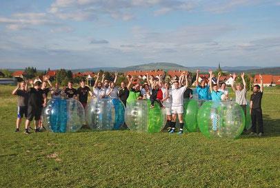 Bubble Soccer Turnier planen und organisieren Firma Teamevent Teambuilding Betriebsausflug Sommerfest