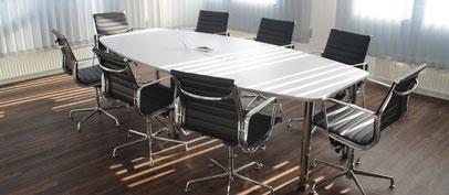 Tisch Besprechungstisch Stühle Design Konferenztisch gebrauchte Büromöbel