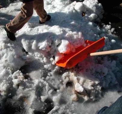 Üblicherweise muss der Winterdienst an Werktagen bereits gegen 7:00 Uhr erledigt sein. Foto: BGV