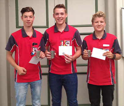 Sieger Fabian Hutterli in der Mitte, links der Zweitplatzierte Mike Bolliger, rechts der Drittplatzierte Jannis Weibel