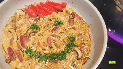 Rezeptvorschau für selbstgemachte Kartoffel-Gnocchi in Hähnchen-Champignon-Sauce nach einem Kochrezept aus Dinkel-Dreams 3 von K.D. Michaelis