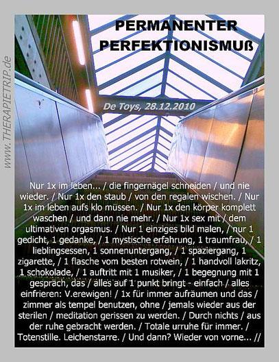FOTO: Kottbusser Tor im Laufschritt (c) De Toys, 31.5.2011 @ www.Schmer-ZEN.de