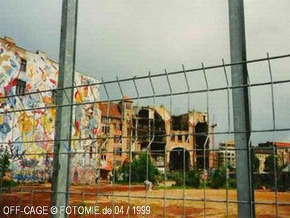 TACHELES RECHTS AB (c) De Toys, November 1998 (Alte Mitte Berlin)