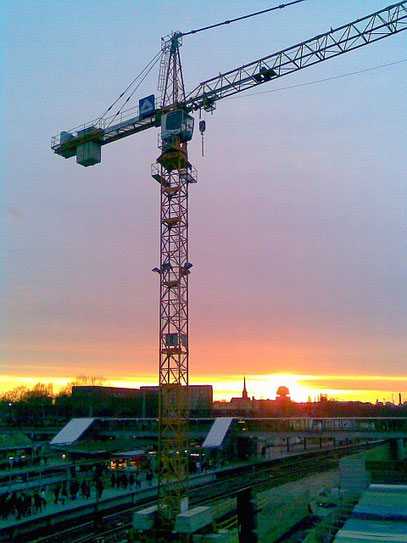 SUNSET UNDER CONSTRUCTION (c) De Toys, 1.4.2010 @ Ostkreuz (Berlin-Friedrichshain)