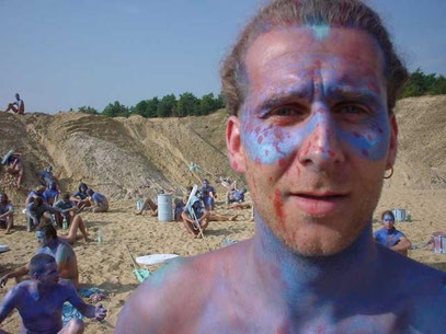 """De Toys im Sommer 2001 als geheimer Statist bei der Verfilmung seines Gedichtes ÜBERSTRÖMUNG für """"Poem"""" (c) FOTO: Smudo (Sandgrube, Potsdam)"""