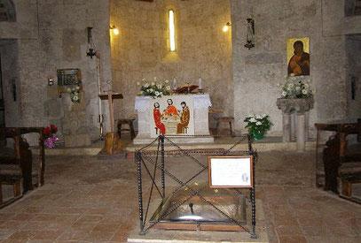 Das Schwert San Galganos in der Kapelle.