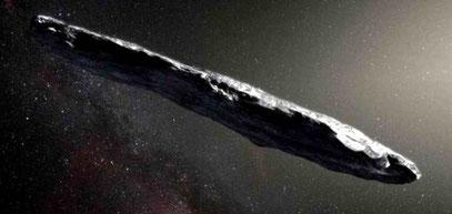Der langgestreckte Asteroid Oumuamua dürfte etwa 230 x 35 Meter groß sein.