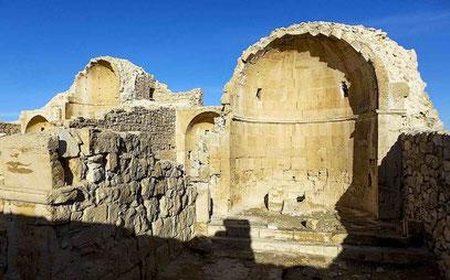 An der Wand dieser Apsis wurden die spät-byzantinischen Abbildungen entdeckt.