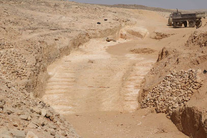 Die Überreste der 4.500 Jahre alten Rampe in einem Alabaster-Steinbruch bei Hatnub.