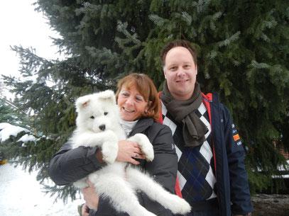 Aby (Hündin blau) zieht zu Familie Hertig und bleibt so ganz in unserer Nähe.