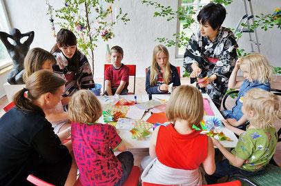 左の浴衣の方が、頼りになるカスミさん。フィンランド語が堪能で、幼稚園で働いておられるエキスパートです!