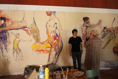 高さ240cm x 幅800cmの巨大壁画制作中!!