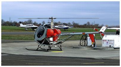 Der Hubschrauber wurde vor dem nächsten Rundflug betankt