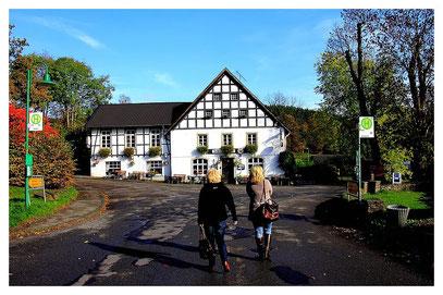 Erste Kaffee-Pause wurde im Schloßhotel Gimborn eingelegt.