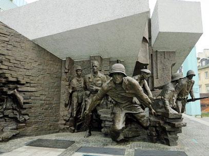 Das Denkmal des Warschauer Aufstandes erinnert an die Kämpfer des Aufstandes von 1944.