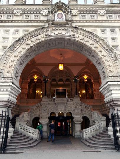 Außentreppen am Haupteingangsportal