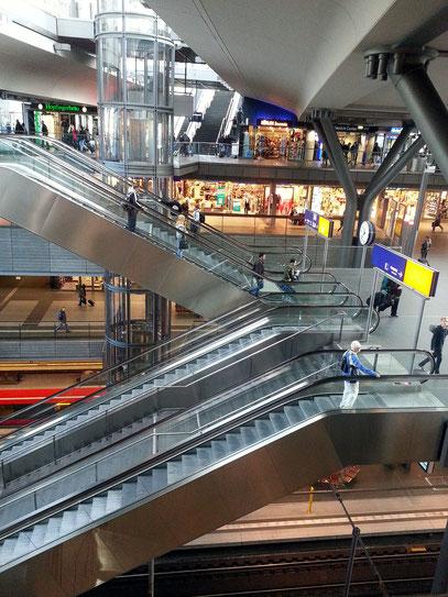 Einkaufsebenen im Berliner Hauptbahnhof