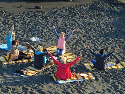 Yoga am Strand von Los Cancajos