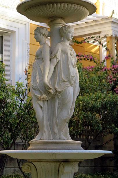 Brunnen im Garten des Palacio Portales