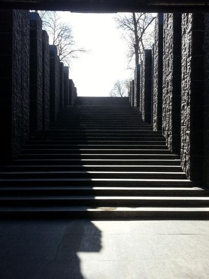 Treppenzugang zum unterirdischen Museum