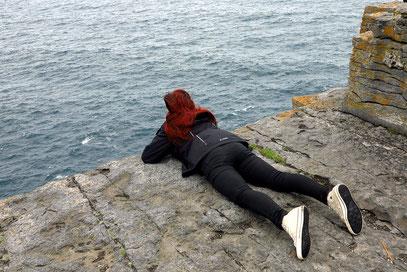 Wagemutiger Blick vom fast 100 Meter hohen Kliff