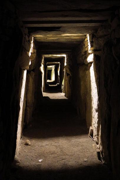 Knowth. Der Ostgang ist 30 Meter lang
