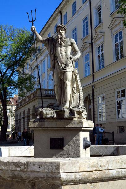 Neptunbrunnen an einer Ecke des Rathauses (1793)