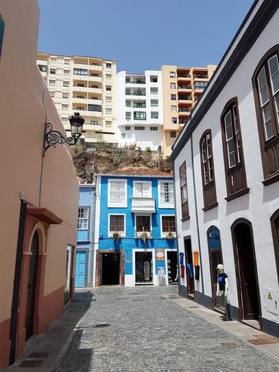 Santa Cruz, Calle Tedote und Blick auf die Oberstadt