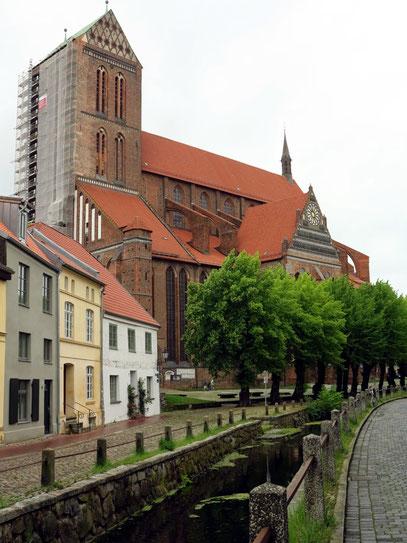 Nikolaikirche wurde als dreischiffige Basilika von 1381 bis 1487 erbaut
