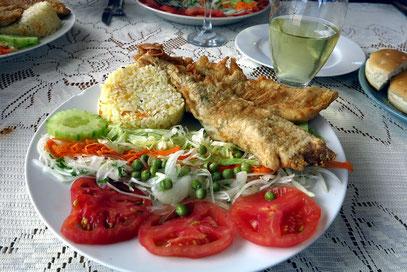 Fischessen: Panierter Meeraal (congreo)