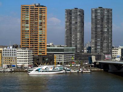 Ausblick vom Hotel nhow auf die Hochhäuser nördlich der Nieuwe Maas
